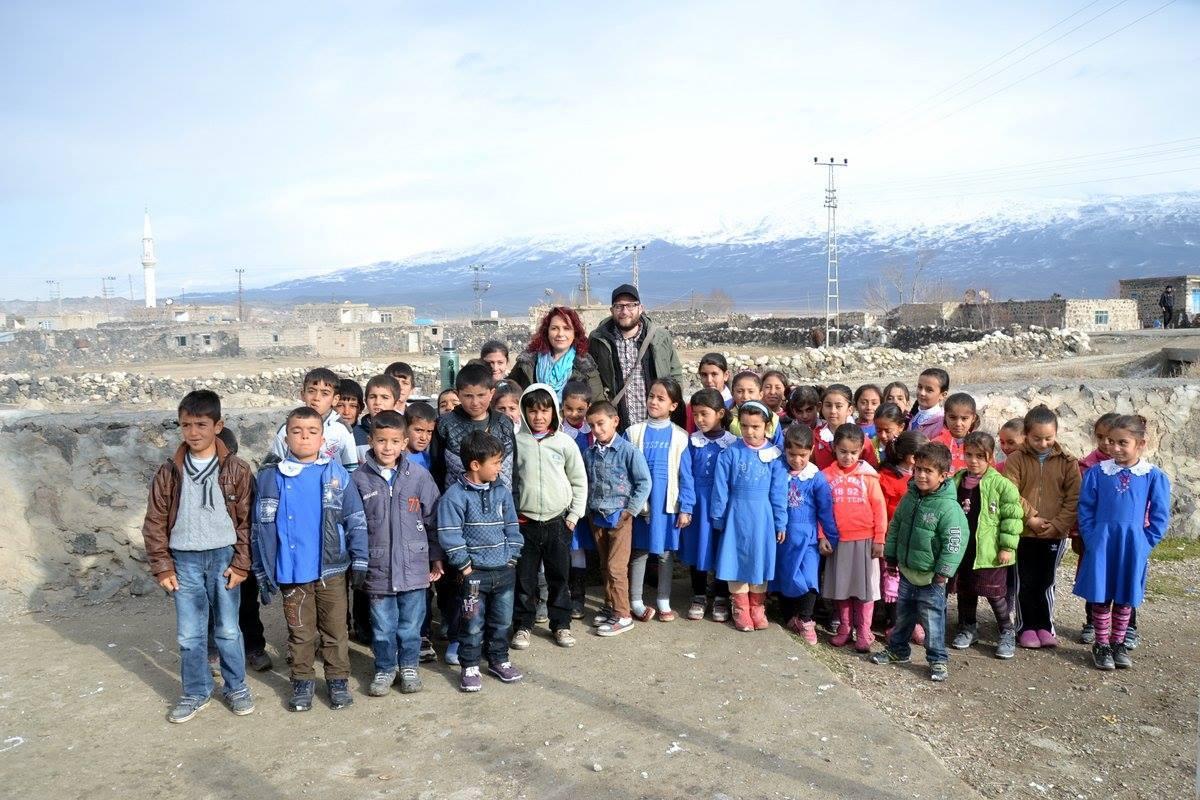 Gruppe von Schulkindern am Ararat
